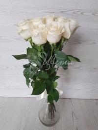 Красивый букет из кремовых роз